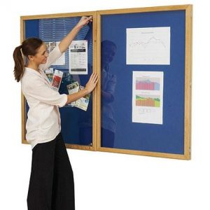 Lockable felt notice board - Double door with wood frame - Oxford Blue
