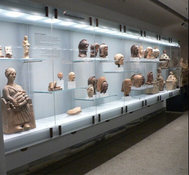 Wall mounted museum showcase 1